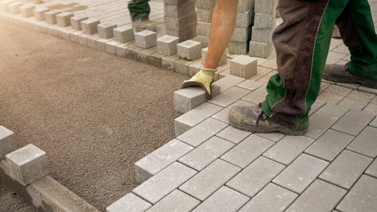 construction, worker, bricks-5770317.jpg